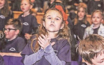 Grundschüler singen in der Tonhalle